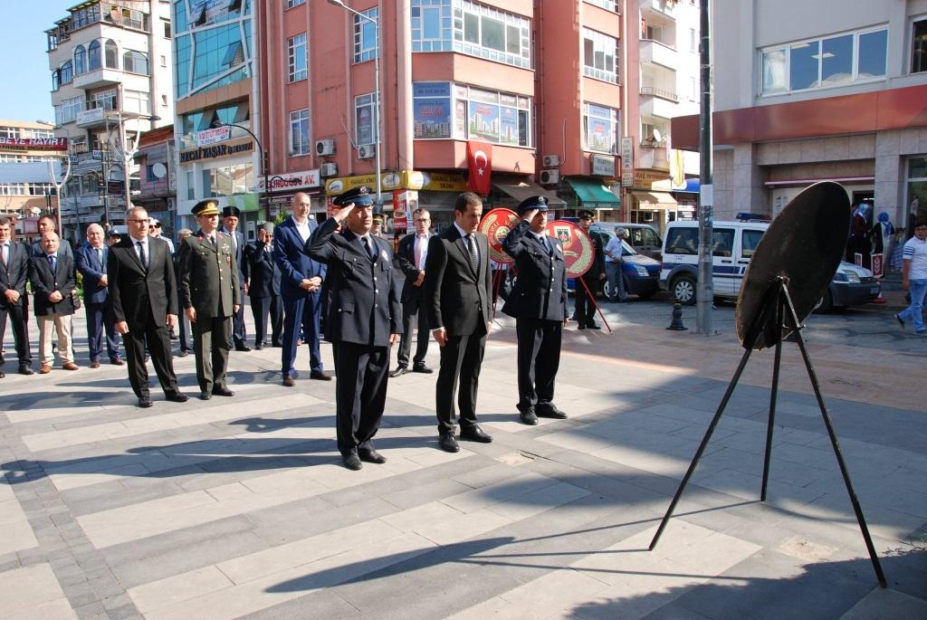 Başkan Yakar, 19 Eylül Gaziler Günü çelenk sunma törenine katıldı