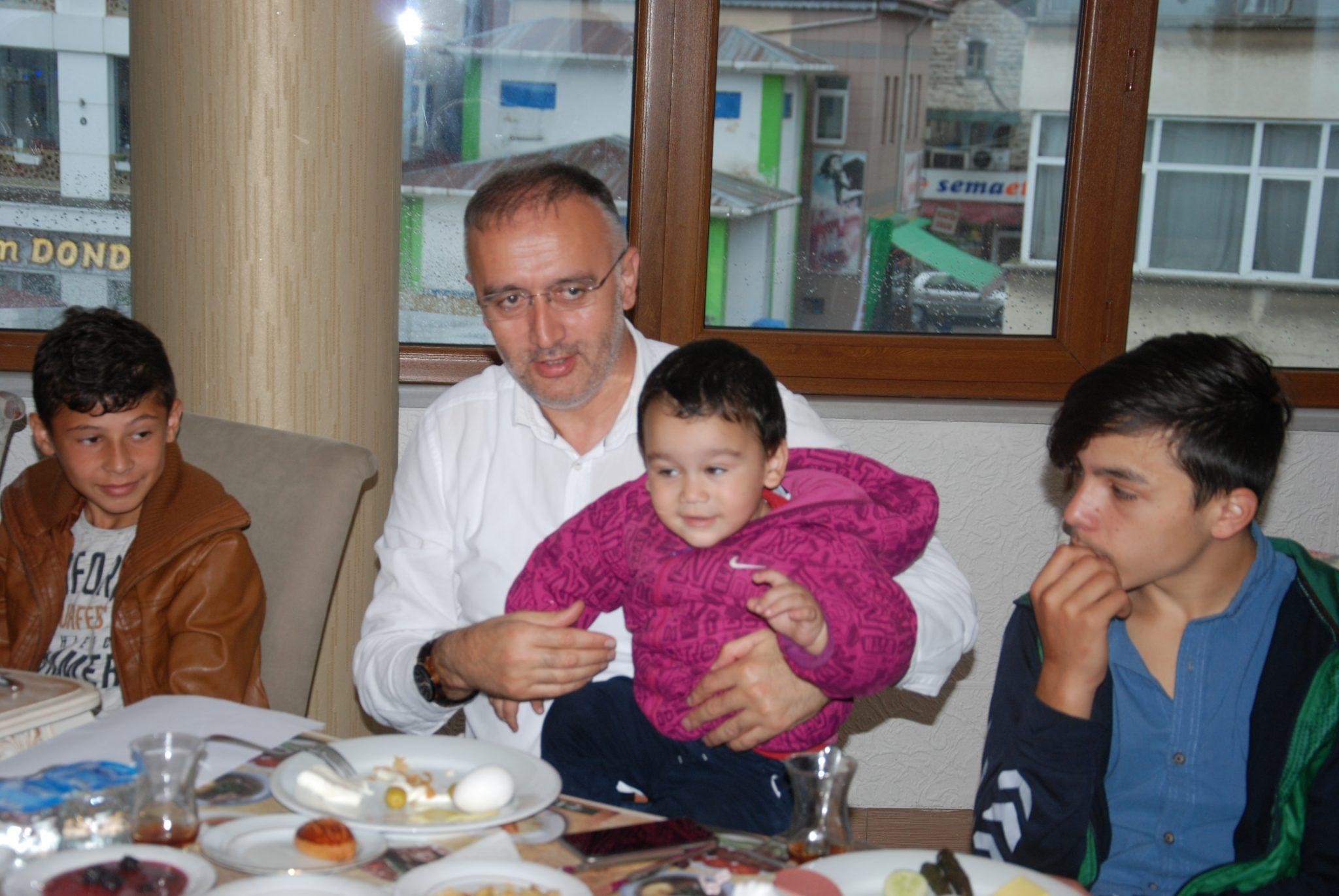 Başkan Yakar, yetim ailelerle buluştu
