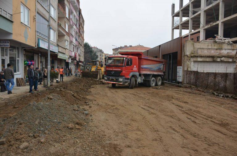 """Başkan Yakar """"Asfalt çalışmaları Millet Caddesi doğusundan başladı"""""""